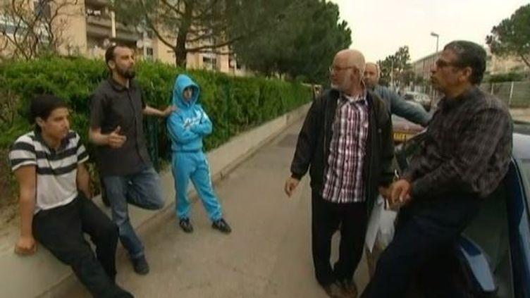 Capture d'écran d'un reportage de France 3 montrant des habitants du quartier de La Paillade, à Montpellier (Hérault), en mai 2013. (FRANCE 3 / FRANCETV INFO)