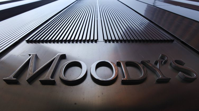 """Moody's a abaissé la perspective de la note de l'UE de """"stable"""" à """"négative"""", le 3 septembre 2012. (MIKE SEGAR / REUTERS)"""
