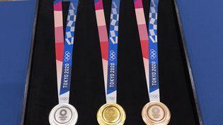 Les médailles des jeux olympiques de Tokyo 2021. (EYEPRESS NEWS / AFP)