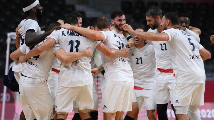 La France s'est qualifiée pour sa quatrième finale olympique consécutive après sa victoire en demies face à l'Égypte, le 5 août 2021. (FRANCK FIFE / AFP)