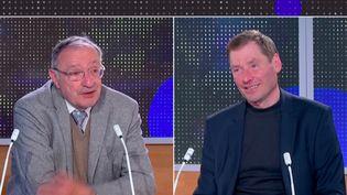 """Deux anciens officiers traitants, Sergueï Jirnov et François Waroux, publient l'ouvrage """"KGB-DGSE, 2 espions face à face"""". (franceinfo)"""