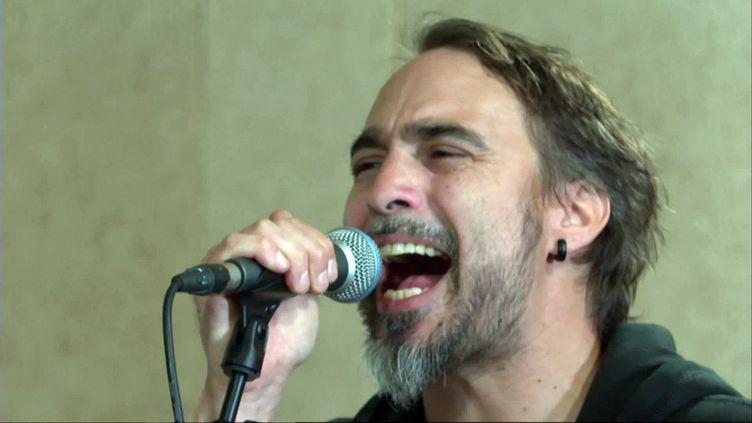 le chanteur de Klone (France 3 Poitou-Charentes T. Chapuzot)