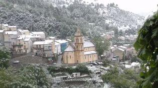 De la neige au mois de mai, c'est exceptionnel, et encore plus quand elle tombe en Corse. Météo France évoque un phénomène très rare et remarquable. (FRANCE 3)