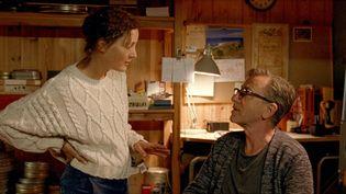 """Vicky Krieps et Tim Roth dans""""Bergman's Island"""" de Mia Hansen-Løve (2021). (LES FILMS DU LOSANGE)"""
