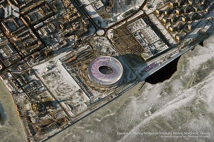 Le stade de Nijni Novgorod a coûté 250 millions d'euros et peut accueillir 45 000 personnes. Après la Coupe du monde, il fera le bonheur de l'équipe d'une équipe de deuxième division russe qui attire en moyenne 5000 spectateurs. (DEIMOS IMAGING / URTHECAST)