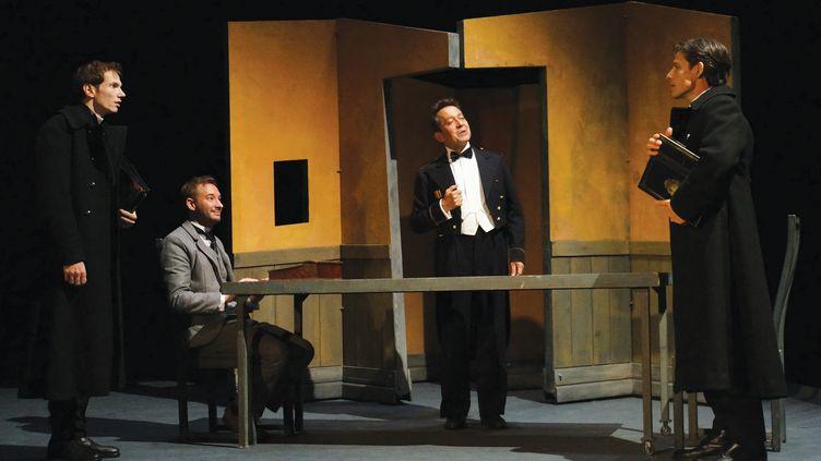 """Ronan Rivière, Xavier Lafitte, Michaël Giorno-Cohen et Jérôme Rodriguez dans """"Le Double"""" adapté, mis en scène et interprété par Ronan Rivière au Théâtre du Ranelagh à Paris en novembre 2019. (Ben Dumas)"""