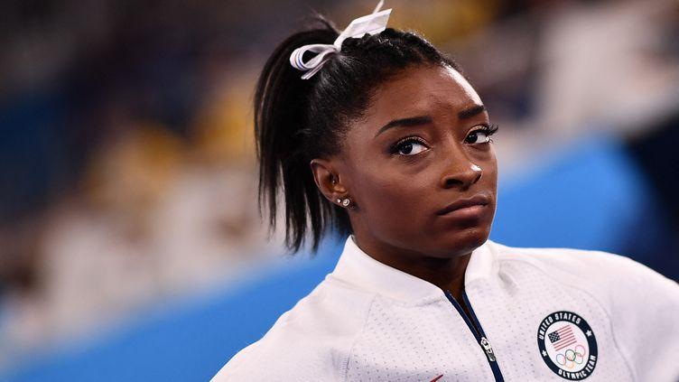 La gymnaste américaineSimone Biles aux Jeux olympiques de Tokyo, le 27 juillet 2021. (LOIC VENANCE / AFP)