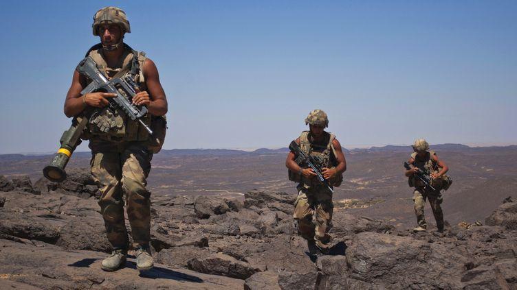 Des soldats français patrouillent dans la vallée du Terz à 60km de Tessalit le 20 mars 2013. (REUTERS)