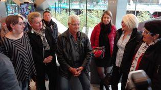 René Regnault a été accueilli par une vingtaine d'amis et de soutiens samedi 11 novembre. (RUDDY GUILMIN / RADIO FRANCE)