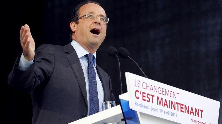 François Hollande, en meeting jeudi 19 avril 2012 aux environs de Bordeaux (Gironde). (PATRICK KOVARIK / AFP)