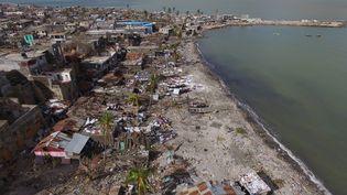 Vue aérienne de Jérémie (Haïti), après le passage de l'ouragan Matthew, le 7 octobre 216. (NICOLAS GARCIA / AFP)