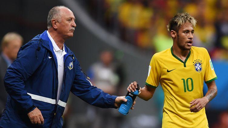 Scolari discute avec Neymar (MARIUS BECKER / DPA)