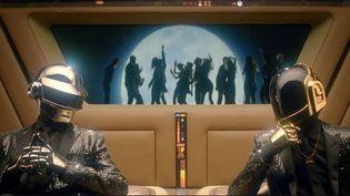"""Daft Punk dans le teaser vidéo du remixe de """"Get Lucky"""".  (Columbia)"""