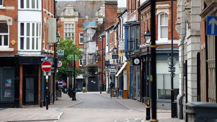 Une rue vide à Leicester (Royaume-Uni), le 4 juillet 2020. (JASON CAIRNDUFF / REUTERS)