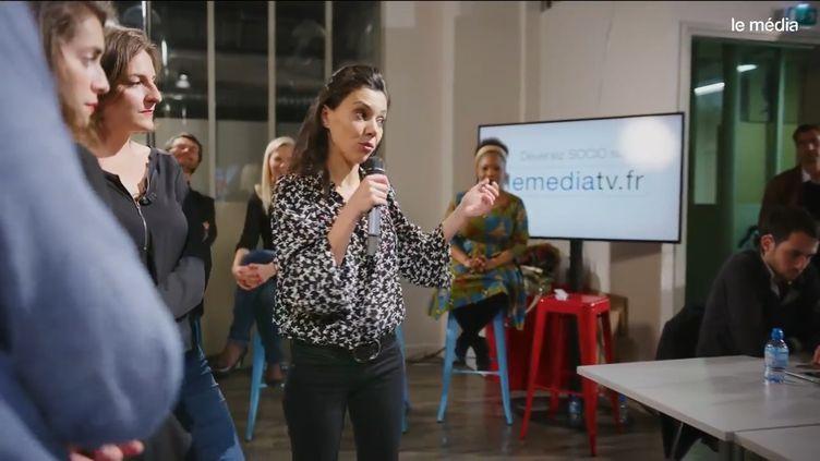 """Capture d'écran de la soirée de présentation du """"Média"""", diffusée sur YouTube le 10 octobre 2017. (LE MEDIA / YOUTUBE)"""