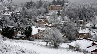 La commune d'Yzeron (Rhône) sous la neige, le 20 janvier 2015. (MAXPPP)