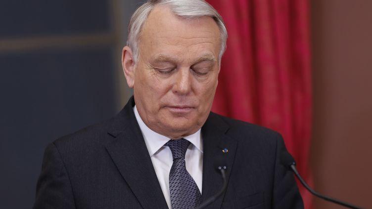 Le Premier ministre Jean-Marc Ayrault donne un discours après les résultats du premier tour des élections municipales, le 23 mars 2014. (THOMAS SAMSON / AFP)