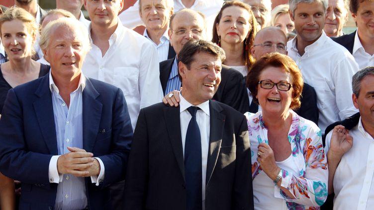 Photo de famille des ténors de l'UMP, membres de l'Association des amis de Nicolas Sarkozy, réunis à Nice (Alpes-Maritimes), le 24 août 2012. (VALERY HACHE / AFP)