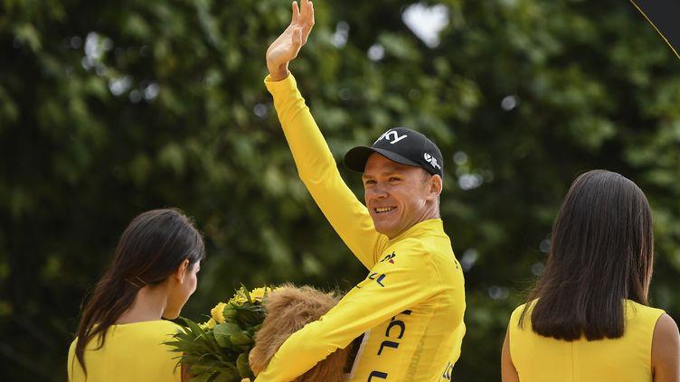 Le cycliste britannique Christopher Froome célèbre sa victoire sur le Tour de France 2017 à Paris, le 23 juillet 2017. (LIONEL BONAVENTURE / AFP)