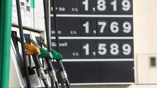 Les prix des carburants à la pompe ont atteint des sommets ces derniers jours. (PHILIPE ARNASSAN / MAXPPP)