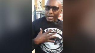 """Franco Lollia dans une vidéo postée le 24 juin 2020 sur le compte Twitter de la """"brigade anti-négrophobie"""". (CAPTURE D'ECRAN)"""