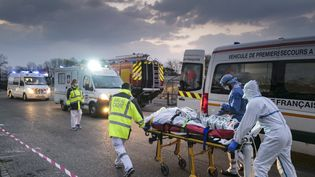 Un patient atteint du coronavirus en mars 2020 à Mulhouse. (SEBASTIEN BOZON / AFP)