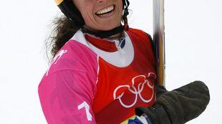 Julie Pomagalski, à l'issue de l'épreuve de slalom géant parallèle en snowboard des jeux olympiques de Turin, en 2006. (JEFF HAYNES / AFP)