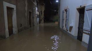 Le village de Saint-Martin-sur-Aude est inondé. (FRANCE 2)