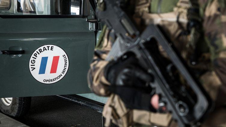 Un militaire de la force Sentinelle à Lyon, le 27 février 2019. (NICOLAS LIPONNE / NURPHOTO / AFP)