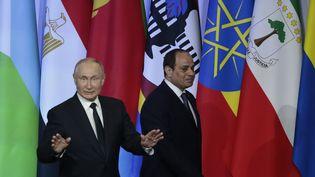 Le président russe Vladimir Poutine et son homologue égyptien Abdel Fattah al-Sissi lors du sommet Russie-Afrique le 24 octobre 2019 à Sotchi en Russie. (SERGEI CHIRIKOV / POOL)
