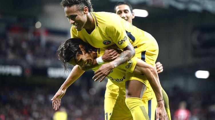 Les Parisiens Neymar et Edinson Cavani tous les deux buteurs à Guingamp (3-0). (JEAN-SEBASTIEN EVRARD / AFP)