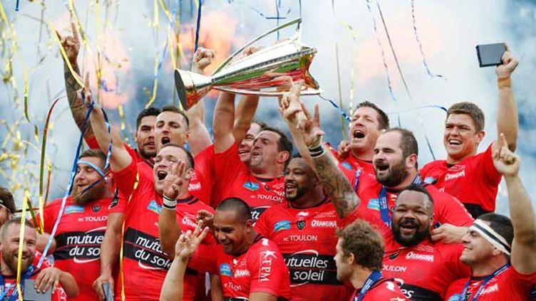 (Toulon a remporté son troisième titre d'affilé de champion d'Europe de rugby samedi à Twickenham © Reuters / Andrew Couldridge)