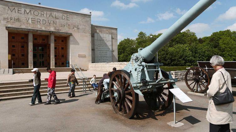 Des ossements de soldats ont été découverts lors de travaux effectués au Mémorial de Verdun, près de Fleury-devant-Douaumont (Meuse), le 5 mai 2015. (BASTIAN / CARO FOTOS / SIPA)