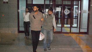Ahmet Dahmani est arrêté par la police à Antalya (Turquie), le 16 novembre 2015. (BUYUKKESKIN / ZAMAN / SIPA)