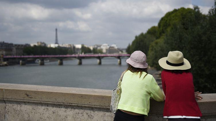 Touristes à Paris. (LOIC VENANCE / AFP)