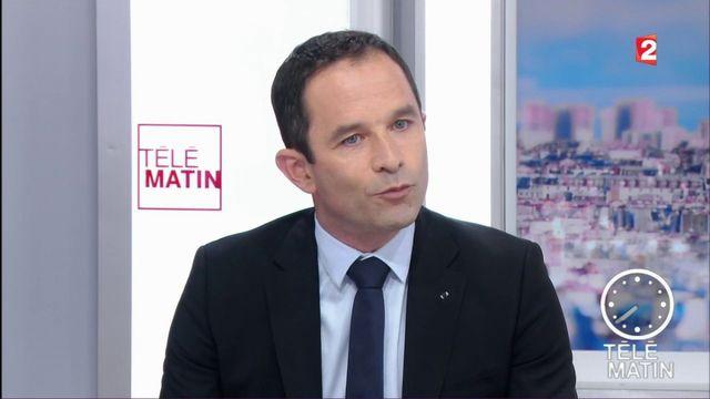"""Hamon dénonce """"une sorte de Macronmania qui nous fait oublier les politiques""""."""