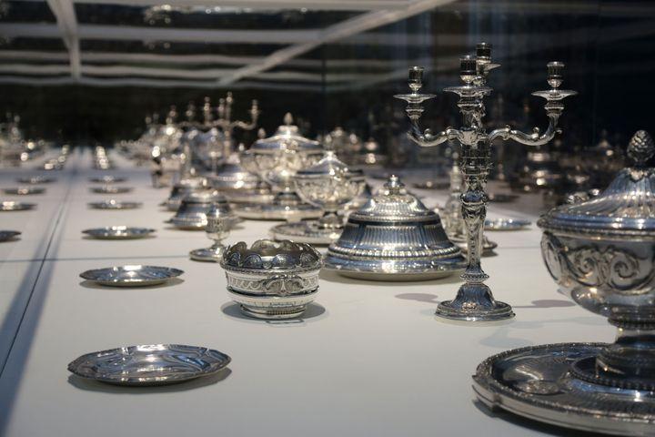"""Vue de l'exposition """"Les Tables du pouvoir"""" au Louvre-Lens ((© Louvre-Lens)"""