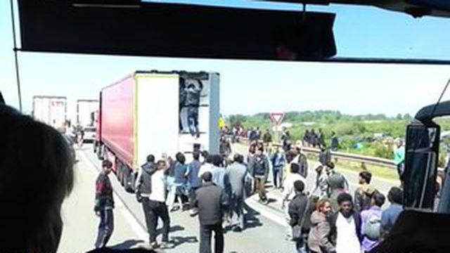 Migrants : la tension grimpe à Calais
