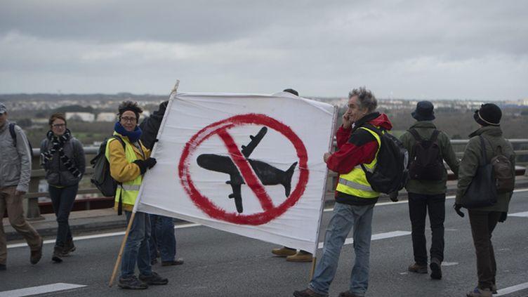 (Les opposants qui bloquaient le périphérique nantais ont été délogé par la police en fin de journée © maxPPP)