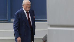 Jean-Marie Le Pen, 87 ans, arrive au siège du Front national à Nanterre, le 20 août 2015. (CHRISTIAN HARTMANN / REUTERS)