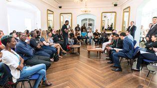Rencontre entre la ministre des Outre-Mer, Ericka Bareigts, et un collectif français guyanais dans le cadre de discussions pour mettre fin à la grève générale sur les conditions de vie, le 2 avril 2017 à Cayenne, Guyane. (JODY AMIET / AFP)