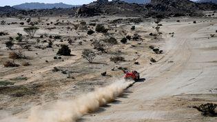 La voiture de Sébastien Loeb pendant le prologue de l'édition 2021 du rallye Dakar. (FRANCK FIFE / AFP)