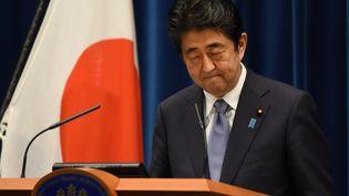 Le Premier ministre japonais, Shinzo Abe, s'exprime à Tokyo, à l'occasion du 70e anniversaire de la capitulation de son pays. (TORU YAMANAKA / AFP)