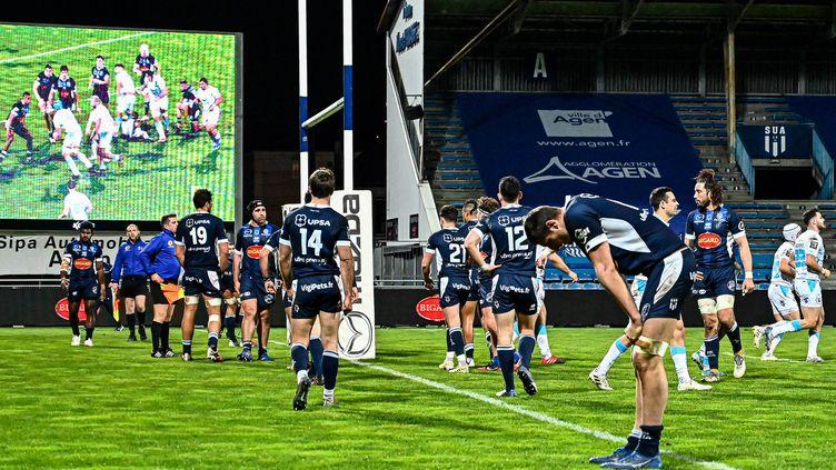 La déception des Agenais à Armandie, après une défaite contre Montpellier le 20 février 2021. (THIERRY BRETON / AFP)