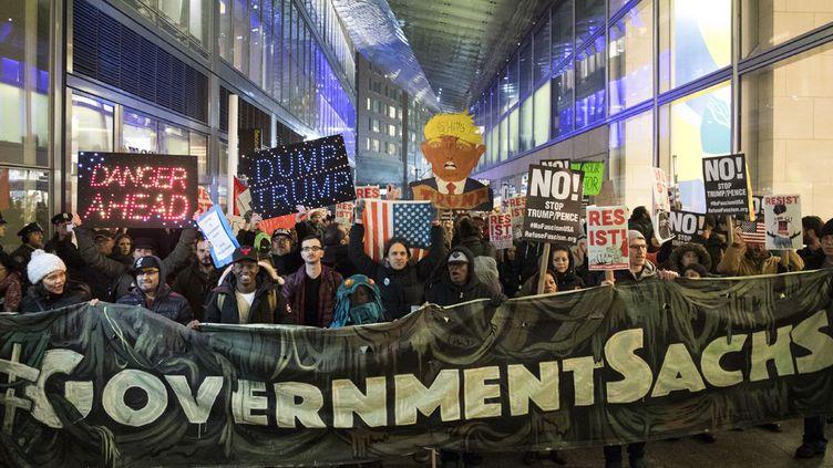 Manifestation contre la présence d'anciens hauts cadres de Goldman Sachs dans le gouvernement Trump. (AFP/ Drew Angerer)