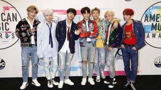 Le groupe sud-coréen BTS lors des American Music Awards à Los Angeles (Etats-Unis), le 19 novembre 2017. (PICTURE ALLIANCE / AFP)