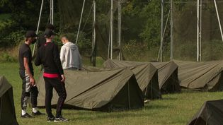 C'est un stage pas comme les autres, destinés aux élèves en situation de décrochage. Pour reprendre confiance et se remobiliser, ces jeunes ont rejoint les rangs de l'armée pour une expérience marquante. (CAPTURE ECRAN FRANCE 2)