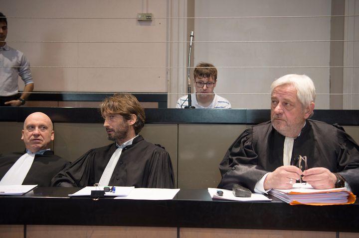 Karl Rose, le 5 janvier 2017, derrière ses avocats dans le box des accusés aux assises des Bouches-du-Rhône à Aix-en-Provence. (BERTRAND LANGLOIS / AFP)