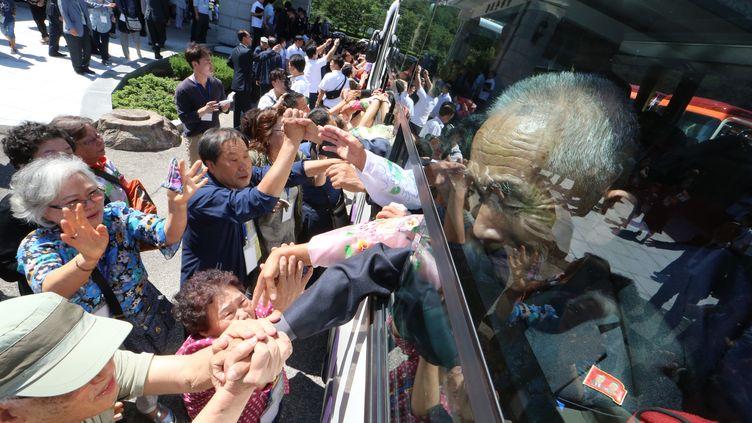 La dernière session de retrouvailles entre des familles de Corée du Sud et du Nord, le 26 août 2018, à la station touristique du mont Kumgang (Corée du Nord). (KOREA POOL / KOREA POOL)