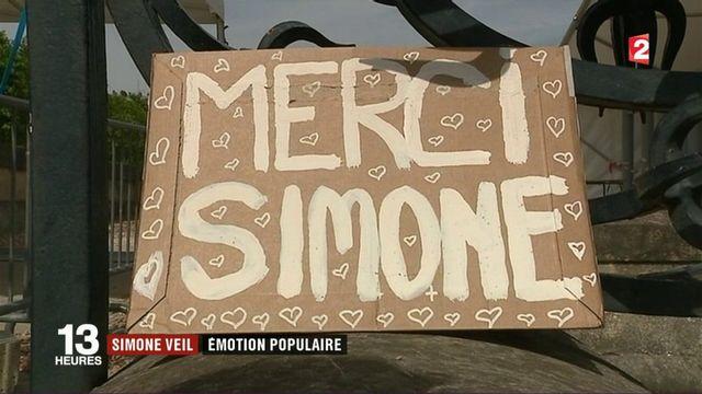 Hommage Simone Veil : des centaines d'anonymes présents aux Invalides.
